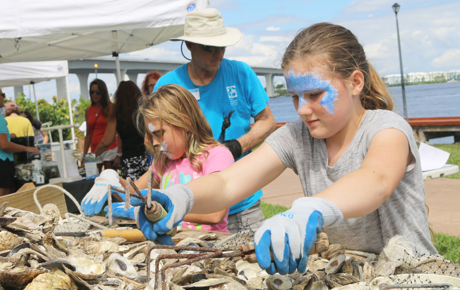 Children bagging oyster shells
